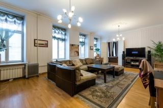 продажа 4-комнатной квартиры на Миллионной ул. 23 Санкт-Петербург
