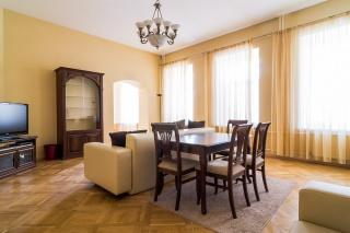 продажа 4-комнатной квартиры Большая Московская ул. 8 СПБ